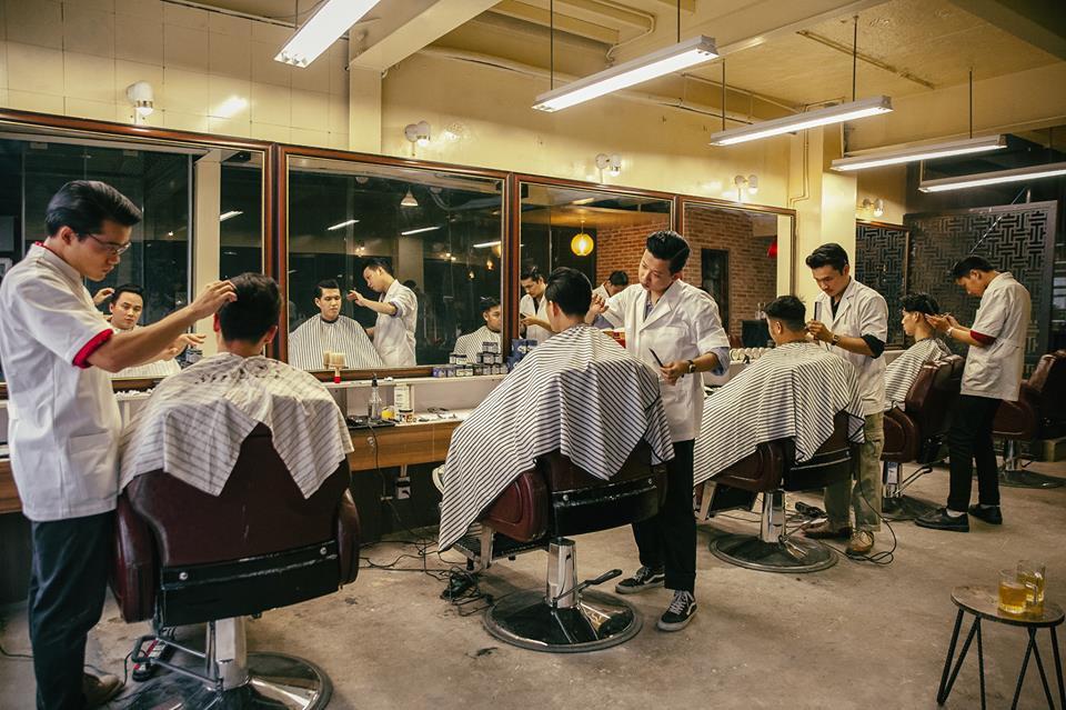 Ở Sài Gòn, nhất định phải thử ghé qua 3 tiệm này cắt tóc để trải nghiệm văn hoá quý ông - Ảnh 15.
