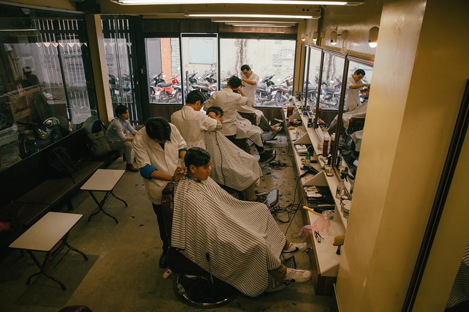 Ở Sài Gòn, nhất định phải thử ghé qua 3 tiệm này cắt tóc để trải nghiệm văn hoá quý ông - Ảnh 11.