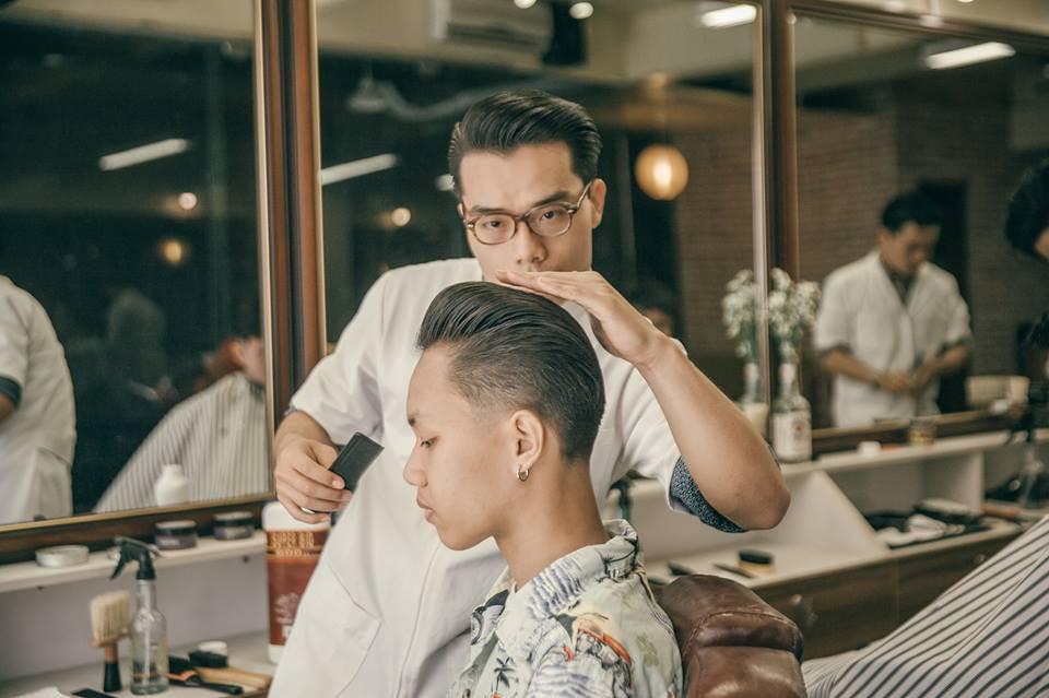 Ở Sài Gòn, nhất định phải thử ghé qua 3 tiệm này cắt tóc để trải nghiệm văn hoá quý ông - Ảnh 13.