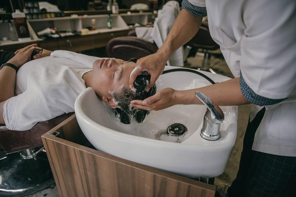 Ở Sài Gòn, nhất định phải thử ghé qua 3 tiệm này cắt tóc để trải nghiệm văn hoá quý ông - Ảnh 12.