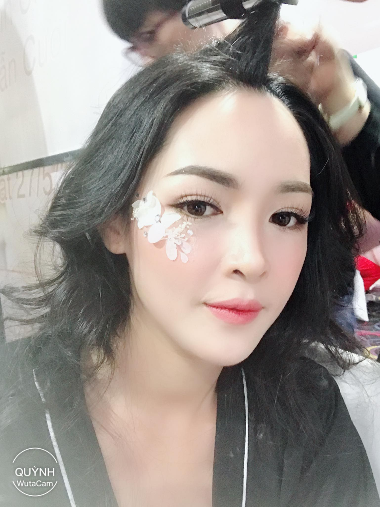 Hot girl PTTM Vũ Thanh Quỳnh trông như thế nào sau 3 năm dao kéo? - Ảnh 9.
