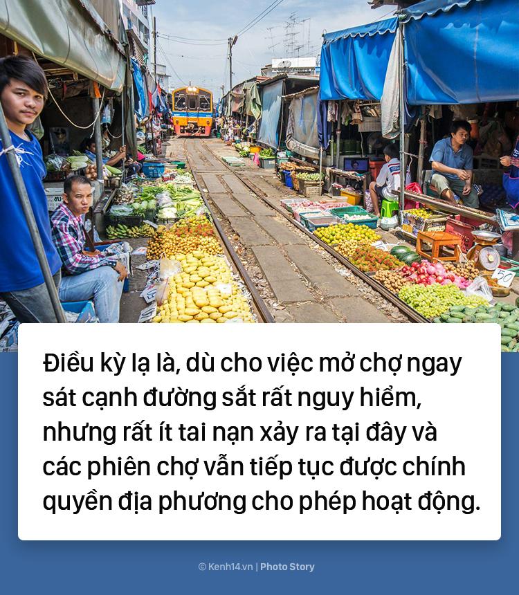 Ở Thái Lan có 1 khu chợ nằm chình ình ngay trên đường ray tàu hỏa - Ảnh 8.