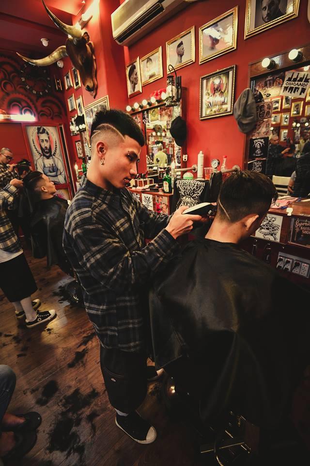 Ở Sài Gòn, nhất định phải thử ghé qua 3 tiệm này cắt tóc để trải nghiệm văn hoá quý ông - Ảnh 24.
