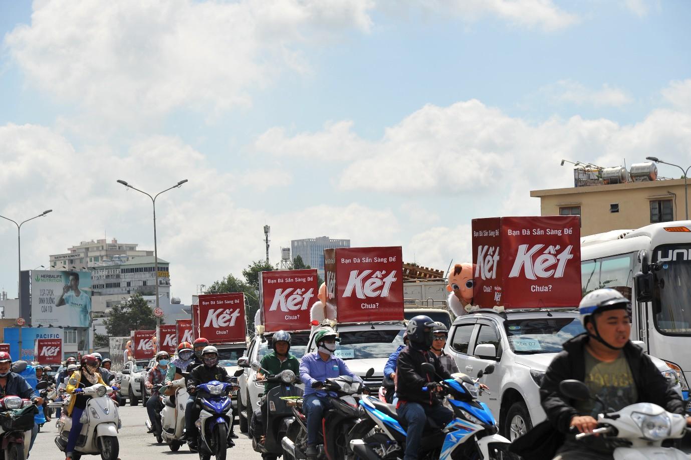 """Người Sài Gòn thích thú với dàn thần tình yêu đi """"xế siêu ngầu"""" vòng quanh thành phố - Ảnh 12."""