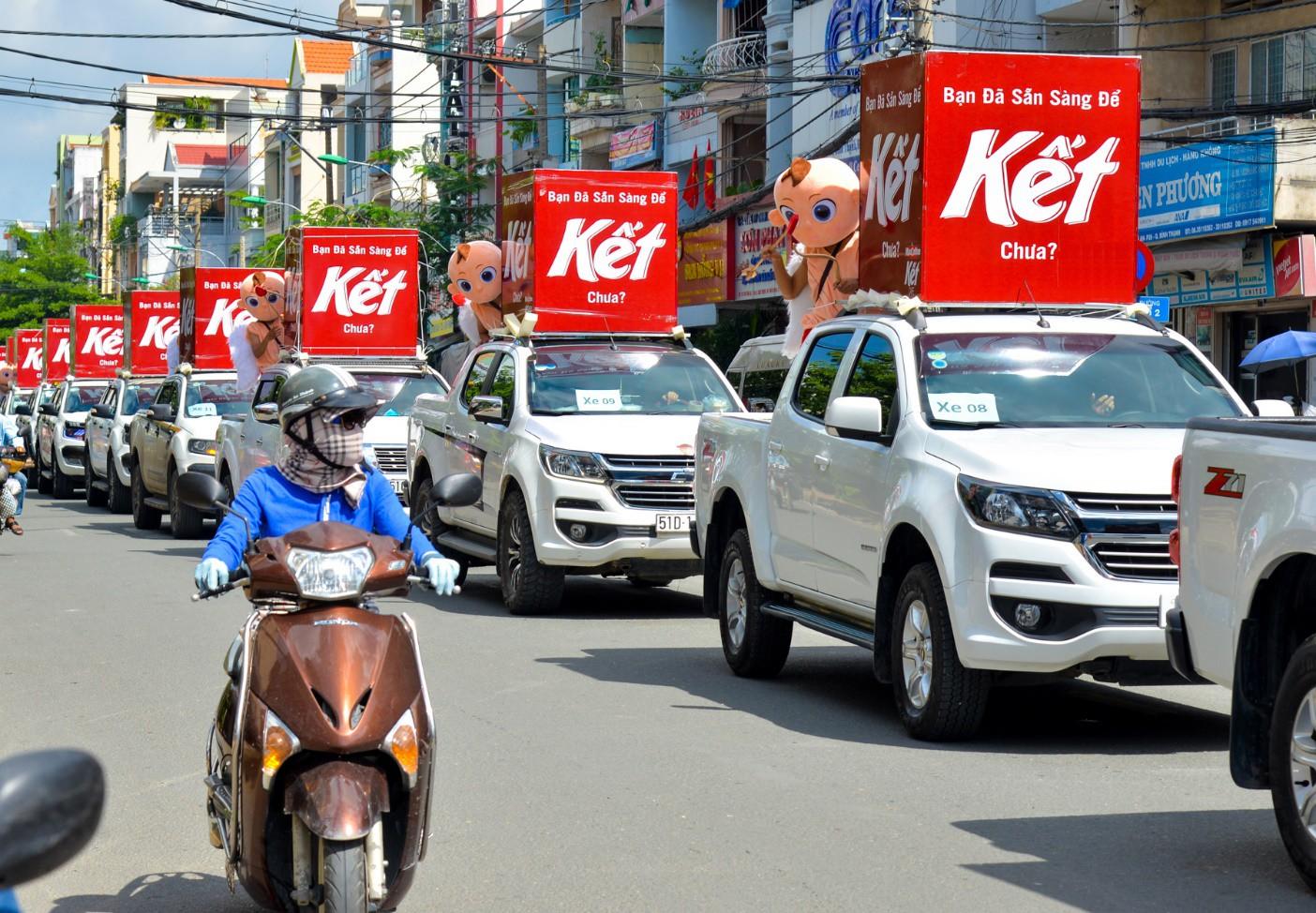 """Người Sài Gòn thích thú với dàn thần tình yêu đi """"xế siêu ngầu"""" vòng quanh thành phố - Ảnh 3."""