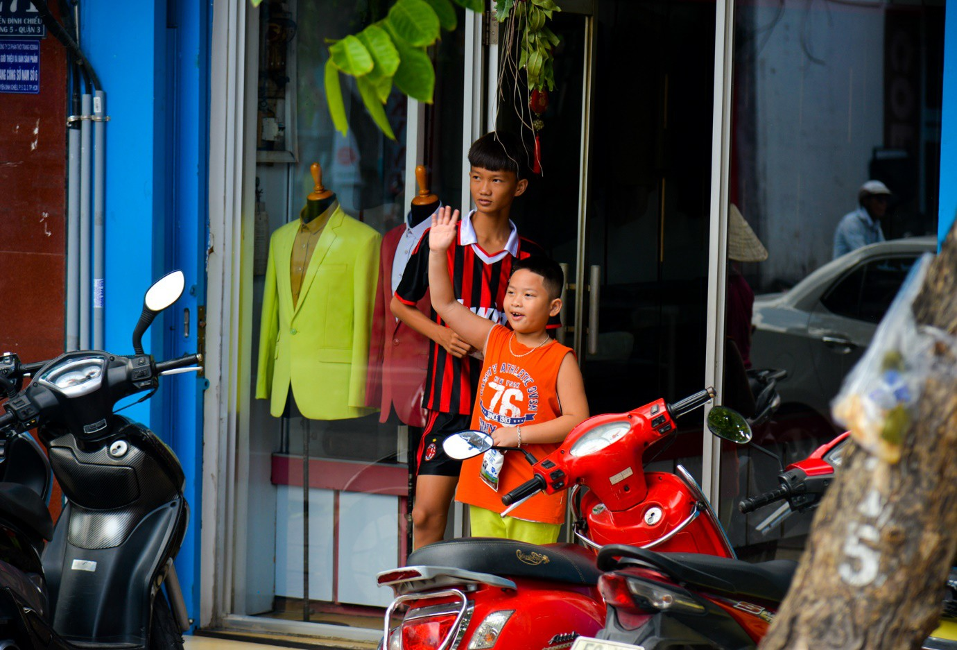 """Người Sài Gòn thích thú với dàn thần tình yêu đi """"xế siêu ngầu"""" vòng quanh thành phố - Ảnh 8."""
