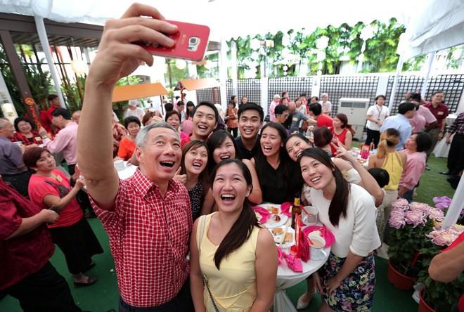Hôm nay là ngày Quốc tế Selfie, tha hồ up ảnh lừa tình mà không bị đánh giá nhé! - Ảnh 4.