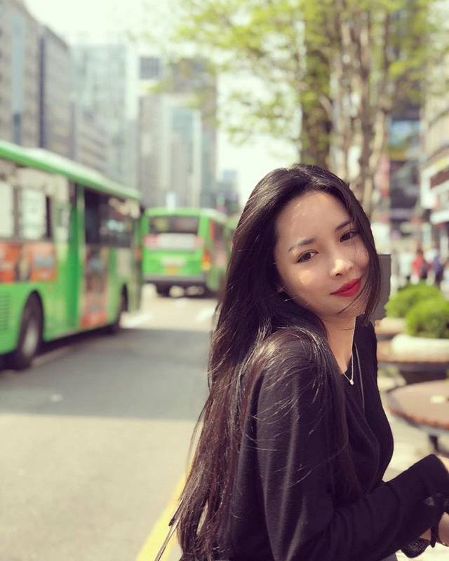 Hot girl PTTM Vũ Thanh Quỳnh trông như thế nào sau 3 năm dao kéo? - Ảnh 5.