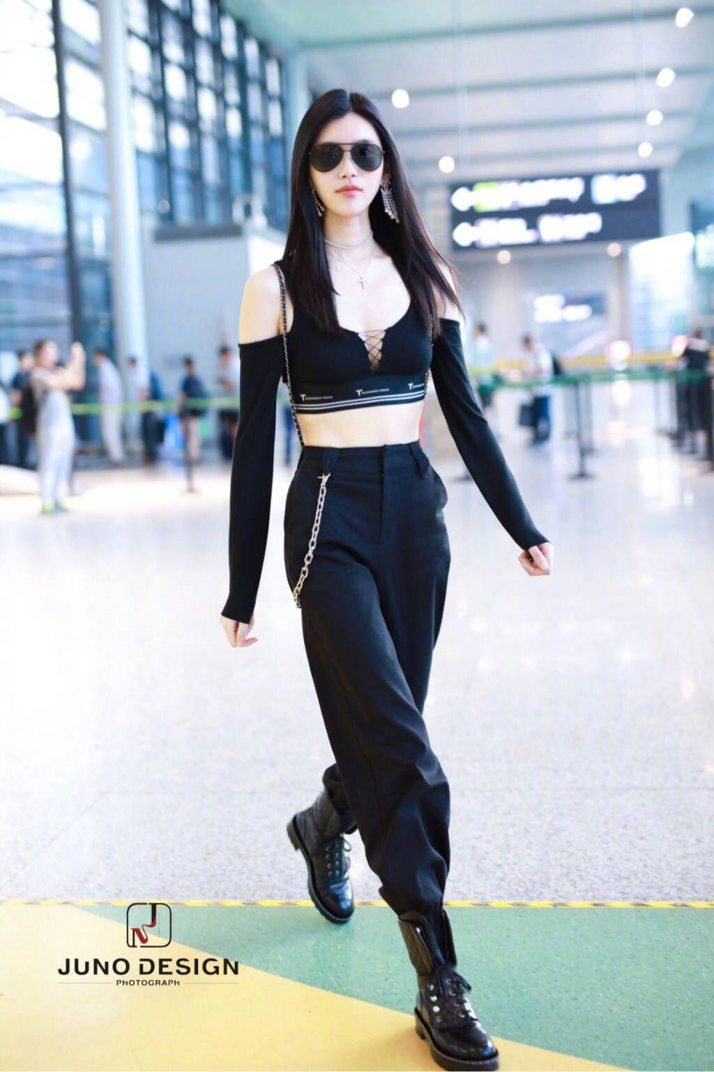 Diện áo croptop, body đẹp khó tin của siêu mẫu Ming Xi khiến dân tình phải tròn mắt trầm trồ - Ảnh 5.