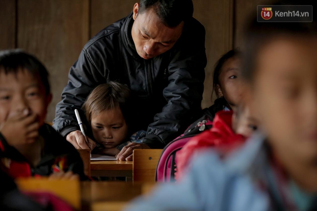 Món quà đặc biệt dành cho 47 thầy giáo trường tiểu học vùng gian khó - Ảnh 2.