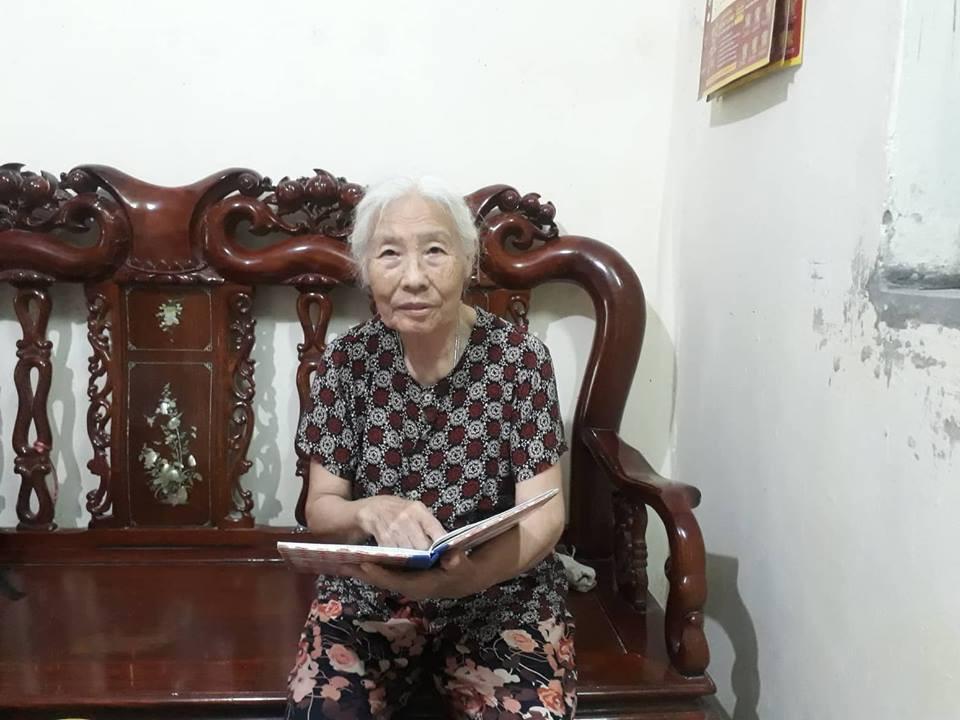 Bà cụ 82 tuổi quyên tiền để phát cháo miễn phí cho bệnh nhân nghèo suốt ba năm nay ở Hà Nội - Ảnh 1.