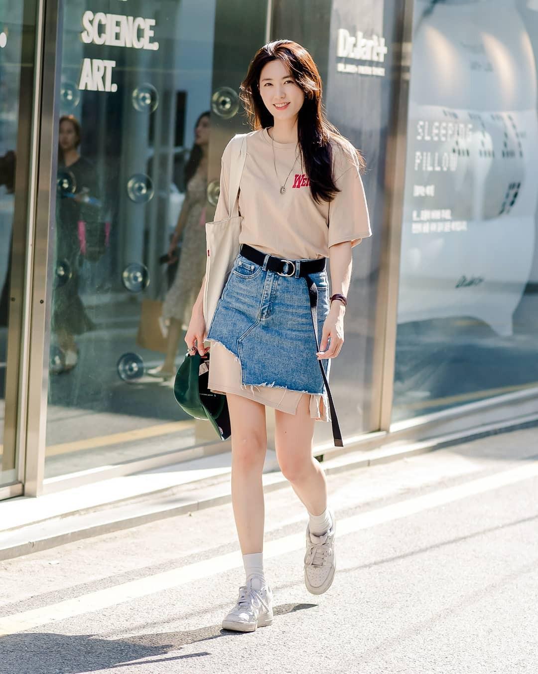Toàn đồ đơn giản nhưng lại có những cú twist chẳng ai nghĩ ra, street style của giới trẻ Hàn sẽ khiến bạn phục sát đất - Ảnh 1.
