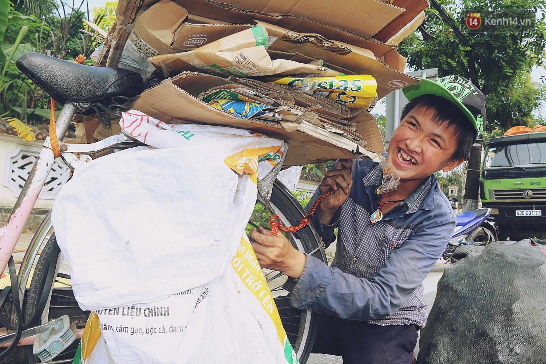 Chuyện của Thịnh: Cậu bé 16 tuổi ngày ngày nhặt rác trên đường phố Đà Nẵng vẫn luôn nở nụ cười - Ảnh 3.