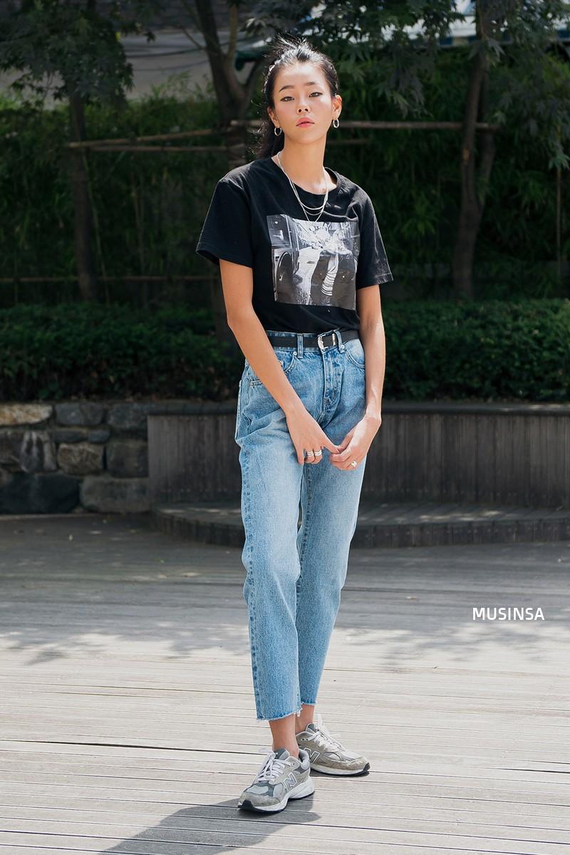 Toàn đồ đơn giản nhưng lại có những cú twist chẳng ai nghĩ ra, street style của giới trẻ Hàn sẽ khiến bạn phục sát đất - Ảnh 10.