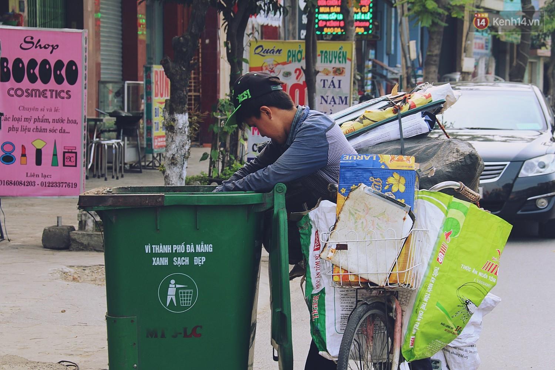 Chuyện của Thịnh: Cậu bé 16 tuổi ngày ngày nhặt rác trên đường phố Đà Nẵng vẫn luôn nở nụ cười - Ảnh 1.