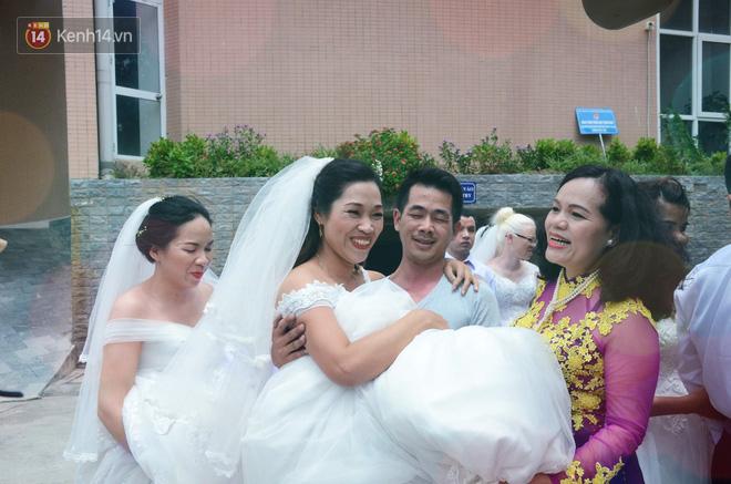 Chuyện tình cảm động phía sau đám cưới của chú rể khiếm thị và cô dâu đột biến gen có mái tóc bạc trắng ở Hà Nội - Ảnh 6.