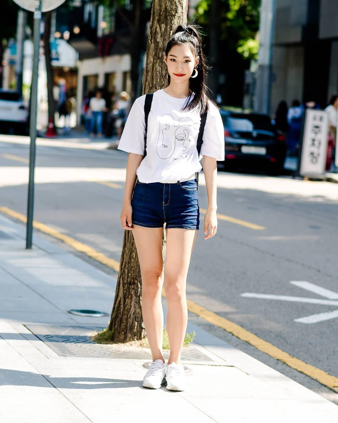 Toàn đồ đơn giản nhưng lại có những cú twist chẳng ai nghĩ ra, street style của giới trẻ Hàn sẽ khiến bạn phục sát đất - Ảnh 5.