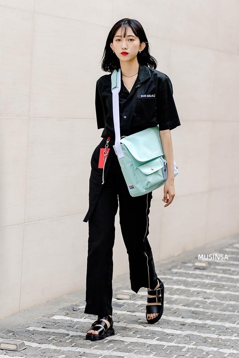 Toàn đồ đơn giản nhưng lại có những cú twist chẳng ai nghĩ ra, street style của giới trẻ Hàn sẽ khiến bạn phục sát đất - Ảnh 9.