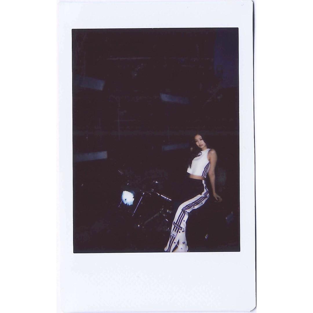 Instagram mới mở được 1 tuần, ảnh của Jennie (Black Pink) có gì hot mà toàn triệu view mỗi tấm? - Ảnh 16.