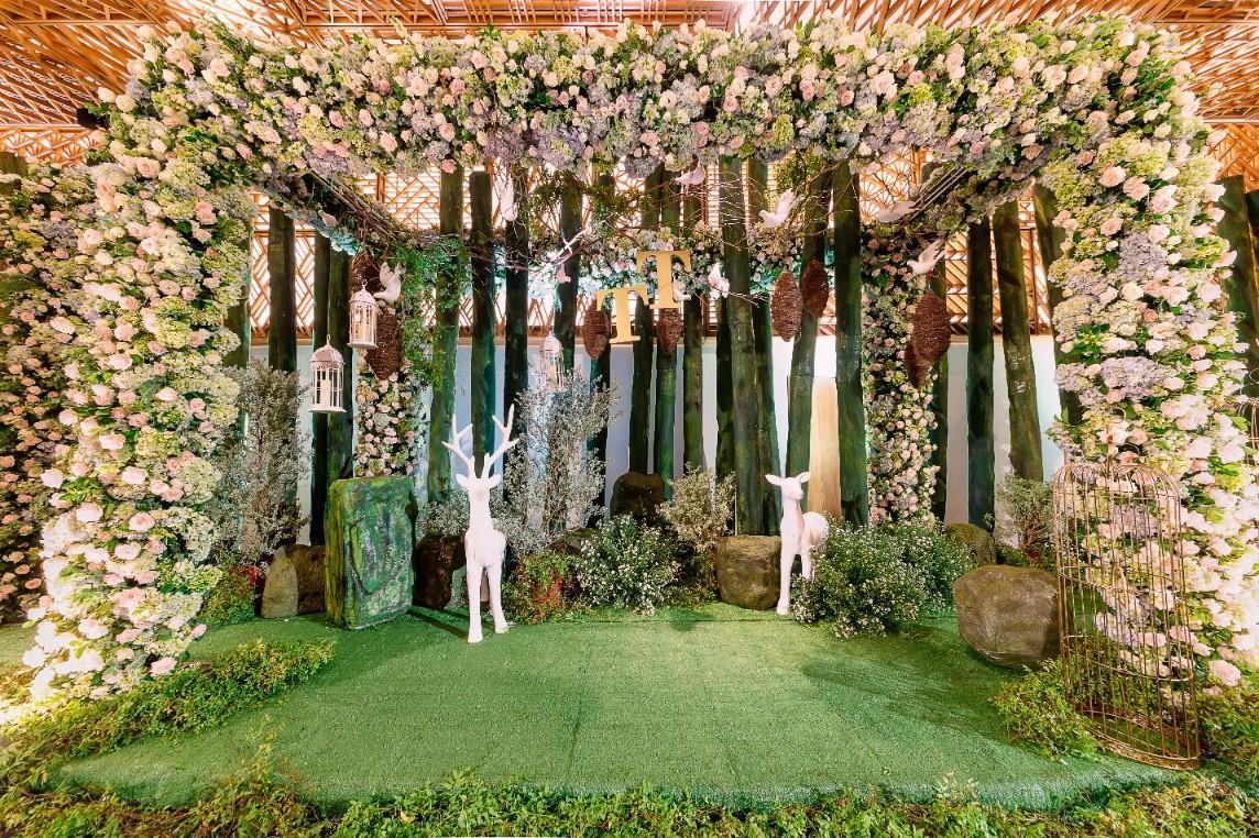 Say đắm trong khu vườn Miracle Forest tại Gem Center - Ảnh 1.