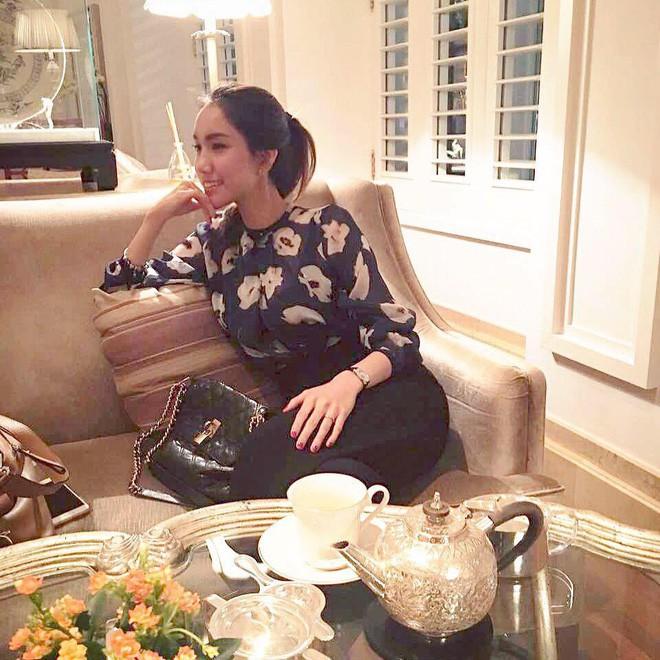 Từ cô nàng đen nhẻm, em gái Hoa hậu Thùy Lâm giờ đã là gái một con xinh đẹp rạng ngời - Ảnh 16.