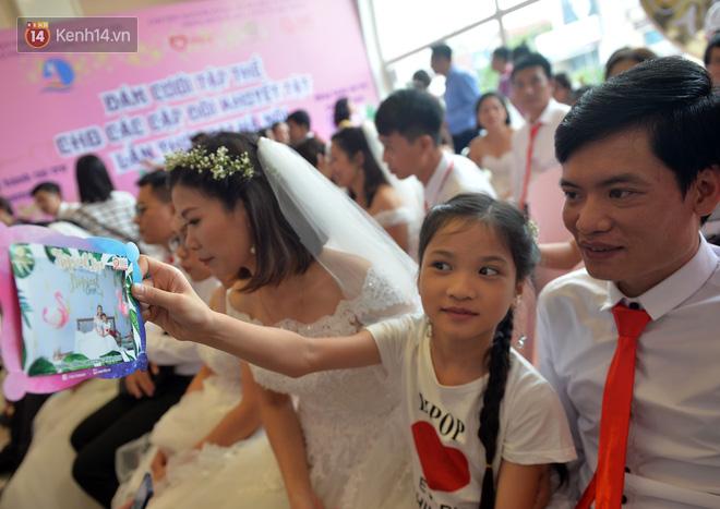 Xúc động lễ cưới tập thể của 41 cặp vợ chồng khuyết tật ở Hà Nội - Ảnh 2.