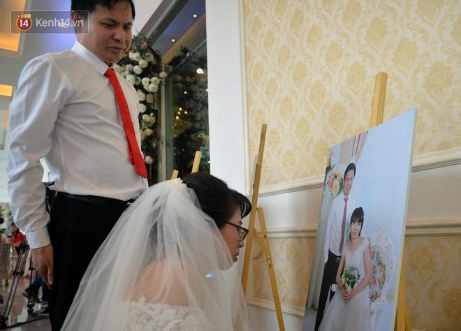 Xúc động lễ cưới tập thể của 41 cặp vợ chồng khuyết tật ở Hà Nội - Ảnh 3.