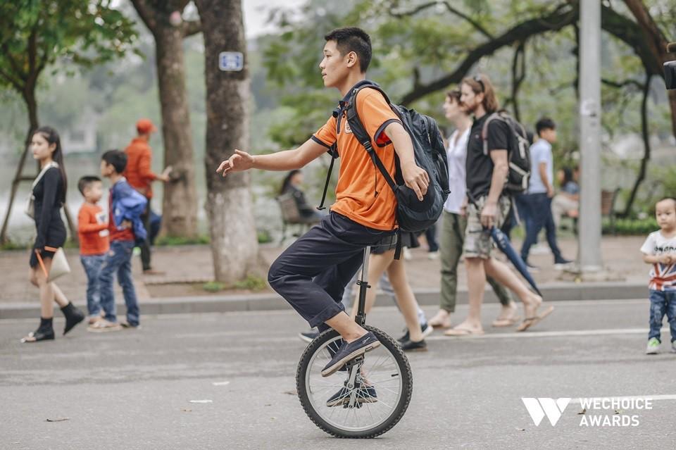 Phía sau hành trình kỳ diệu của một cậu bé tự kỷ trở thành Kỷ lục gia xiếc Việt Nam: Bây giờ mọi người nói thế nào, không quan trọng nữa! - Ảnh 4.