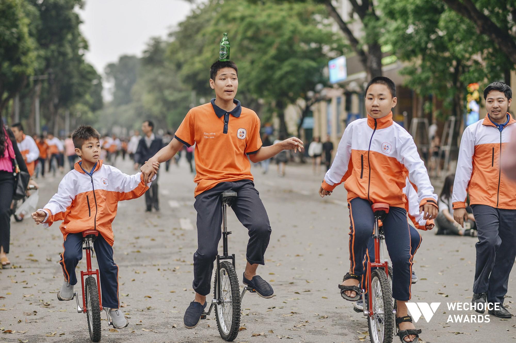 Phía sau hành trình kỳ diệu của một cậu bé tự kỷ trở thành Kỷ lục gia xiếc Việt Nam: Bây giờ mọi người nói thế nào, không quan trọng nữa! - Ảnh 5.