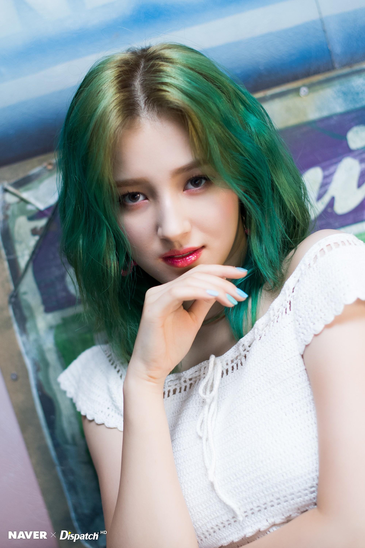Được chú ý vì mái tóc xanh nổi bật, thiên thần lai Nancy lại gây tranh cãi vì diện mạo sexy, lả lơi đối lập hẳn xưa kia - Ảnh 10.