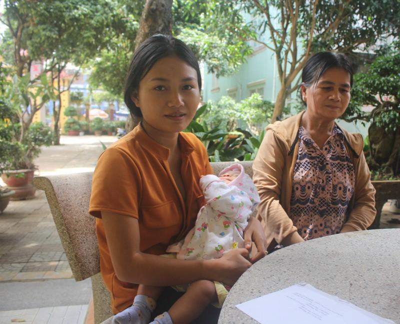 Nữ sinh 1999 bế theo con nhỏ 3 tháng tuổi dự thi THPT Quốc gia: Mình muốn trở thành giáo viên để dạy trẻ em trong buôn làng - Ảnh 1.