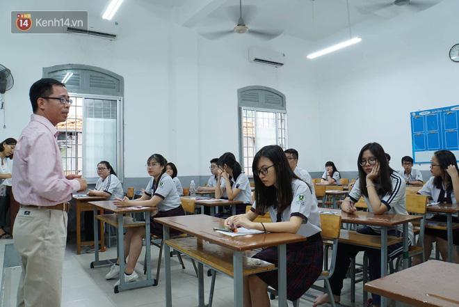 Thí sinh hoàn thành bài thi môn Toán: Người nhận xét khó, người nói phân loại được học sinh - Ảnh 49.