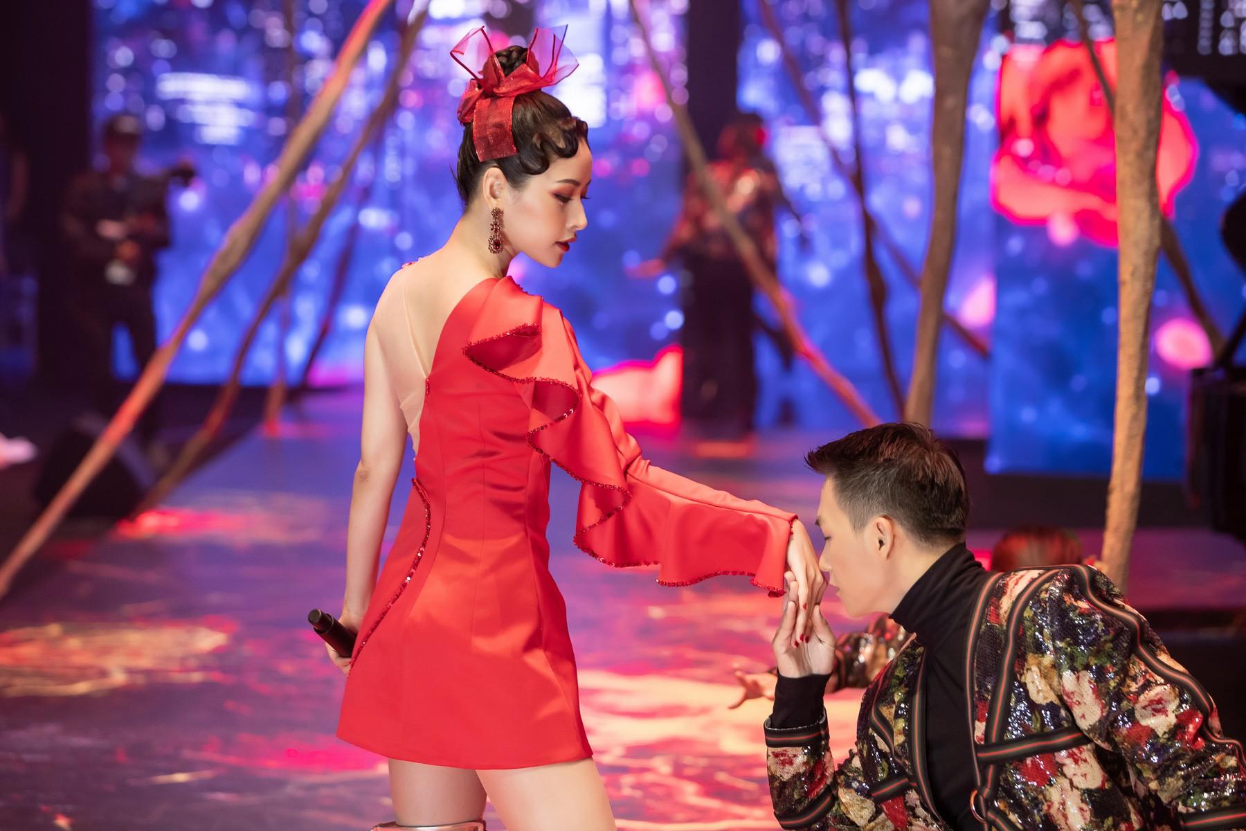 """Chi Pu làm mới """"Đóa hoa hồng"""" bằng phong cách dàn nhạc, không biểu diễn vũ đạo kỳ lạ - Ảnh 3."""