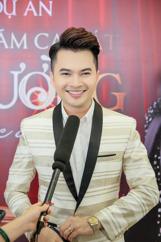 Phương Mỹ Chi xuất hiện phổng phao mừng Nam Cường tổ chức liveshow kỉ niệm 10 năm ca hát - Ảnh 3.