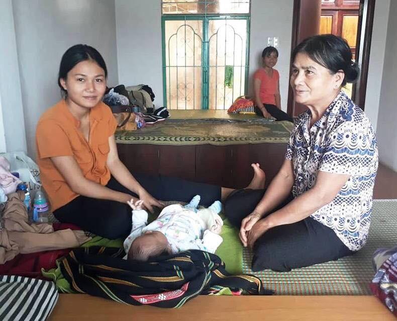 Nữ sinh Gia Lai bế con 3 tháng tuổi dự thi THPT Quốc gia 2018 - Ảnh 2.