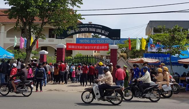 Hai thí sinh phải cấp cứu trong lúc thi ở Lâm Đồng - Ảnh 1.