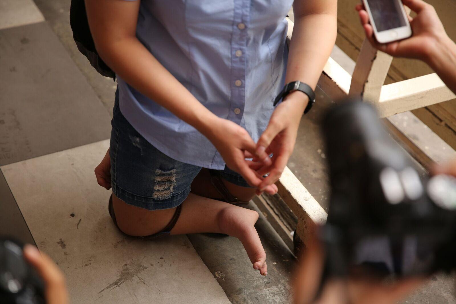Nụ cười rạng rỡ, lạc quan của thí sinh khuyết tật với ước mơ trở thành giáo viên cho người khiếm thính - Ảnh 4.