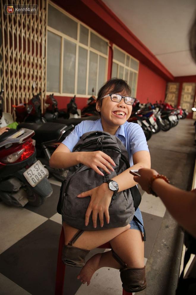 Nụ cười rạng rỡ, lạc quan của thí sinh khuyết tật với ước mơ trở thành giáo viên cho người khiếm thính - Ảnh 5.