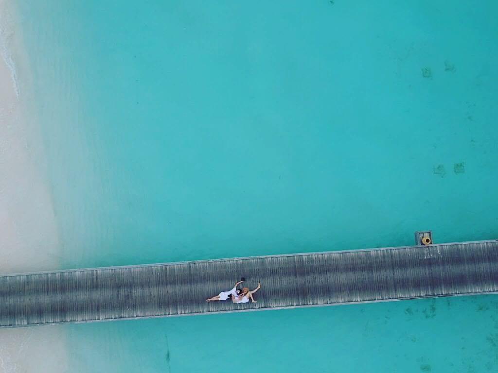 Khoá môi ngọt ngào ở Maldives, bạn bè nghi Cường Đô La và Đàm Thu Trang đi chụp ảnh cưới - Ảnh 2.