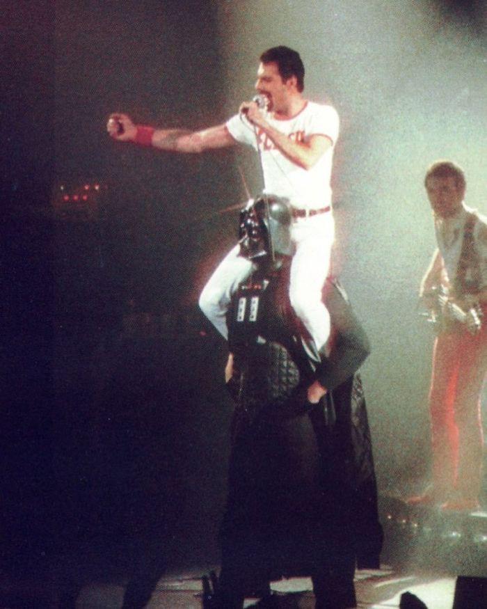 Những tấm ảnh ít người biết tới: Hoàng tử Harry nắm tay Victoria Beckham, Michael Jackson rửa bát cùng Paul McCartney - Ảnh 3.