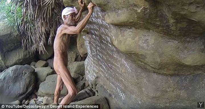 Cuộc sống trên hoang đảo không mảnh vải che thân của cụ ông 82 tuổi - Ảnh 1.