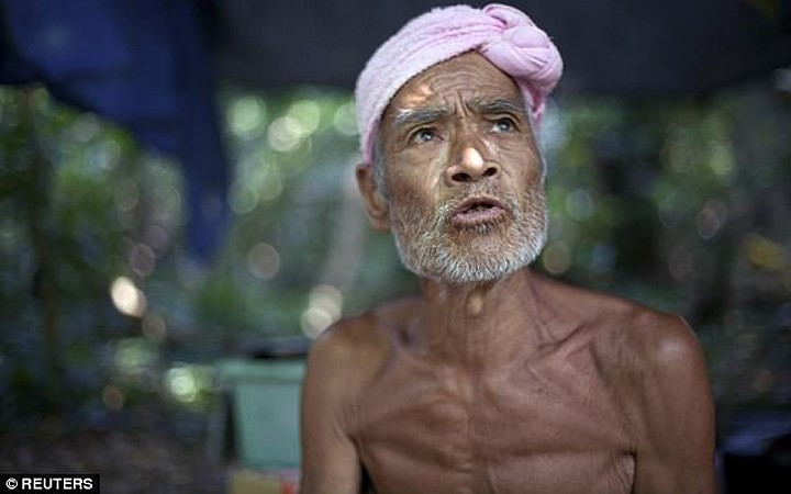 Cuộc sống trên hoang đảo không mảnh vải che thân của cụ ông 82 tuổi - Ảnh 2.