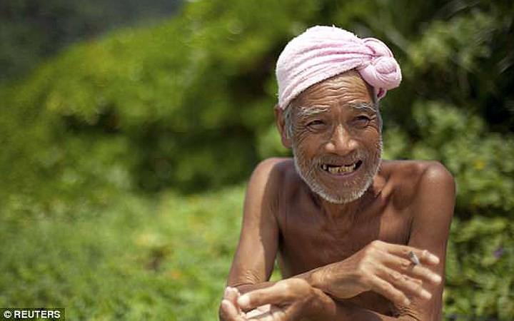 Cuộc sống trên hoang đảo không mảnh vải che thân của cụ ông 82 tuổi - Ảnh 5.