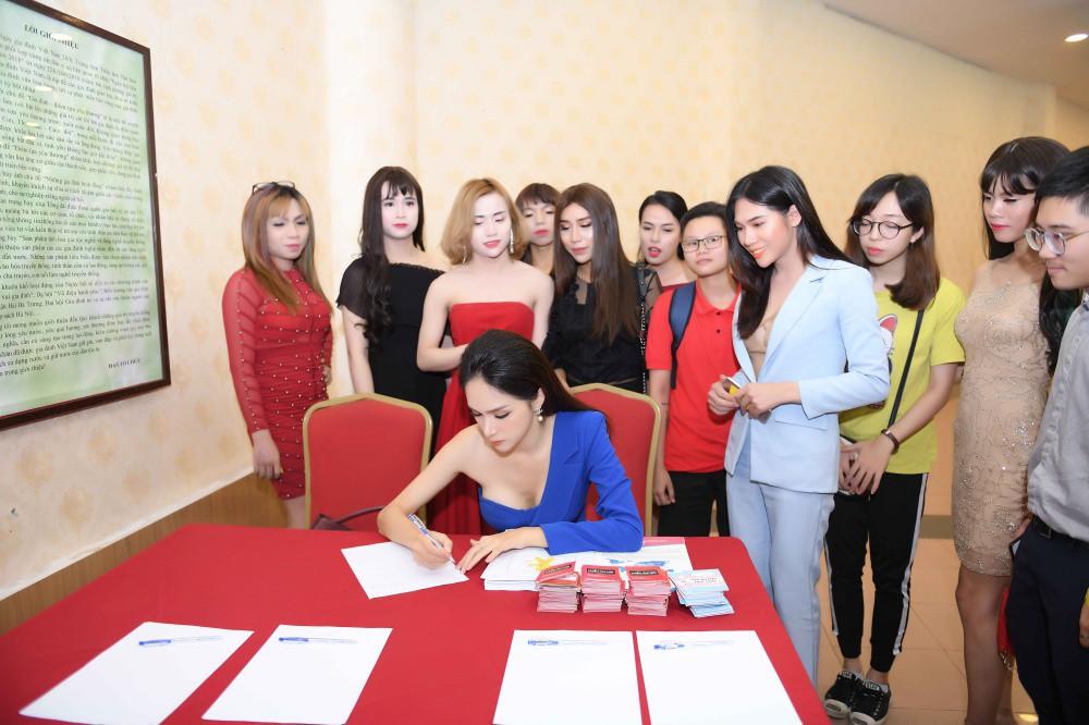 Hương Giang khởi động chiến dịch ủng hộ Luật chuyển đổi giới tính trong vai trò Hoa hậu Chuyển giới Quốc tế - Ảnh 7.