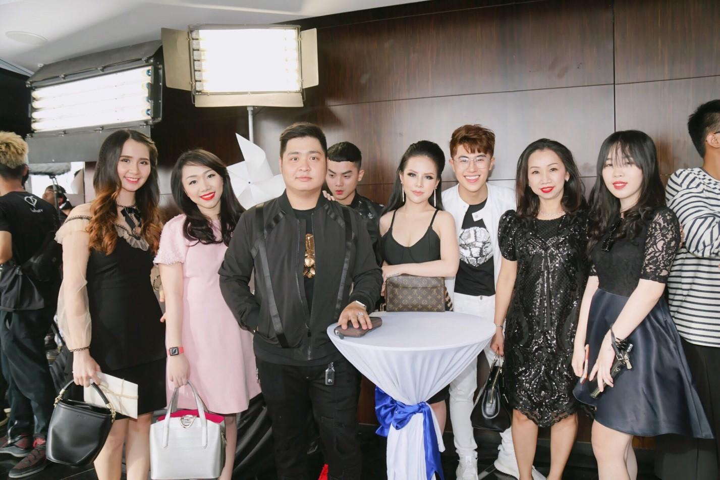 Giám Đốc Oshirma Cao Thiên Nhi đẹp cuốn hút trong sự kiện Fashion Show - Ảnh 3.