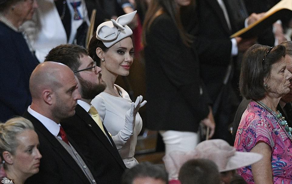 Angelina Jolie xuất hiện cực xinh đẹp và quý phái tại sự kiện của Hoàng gia Anh - Ảnh 8.