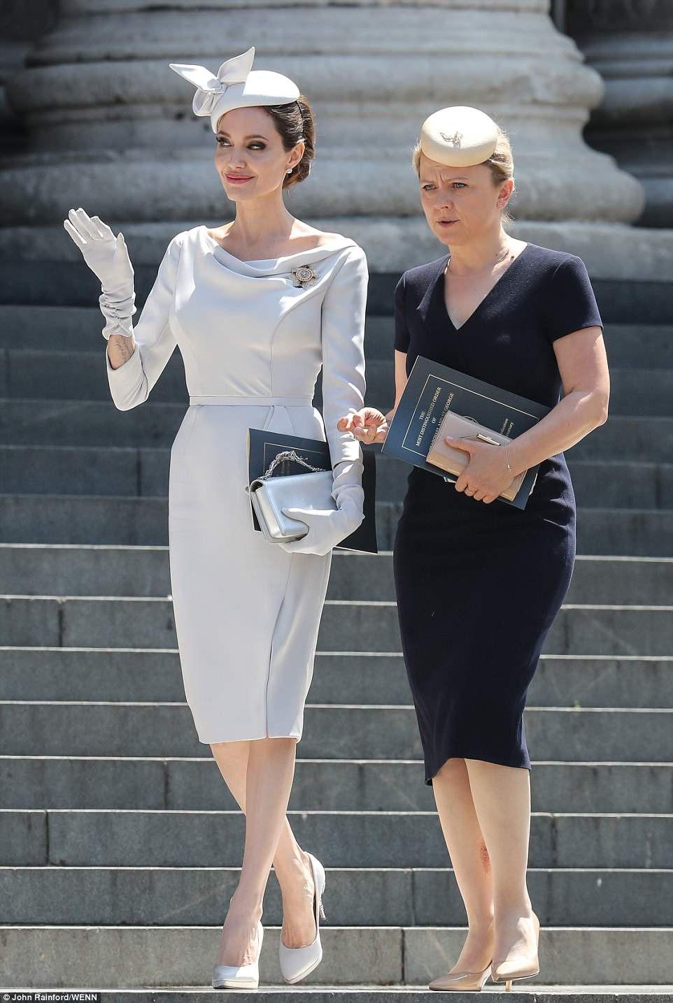 Angelina Jolie xuất hiện cực xinh đẹp và quý phái tại sự kiện của Hoàng gia Anh - Ảnh 1.