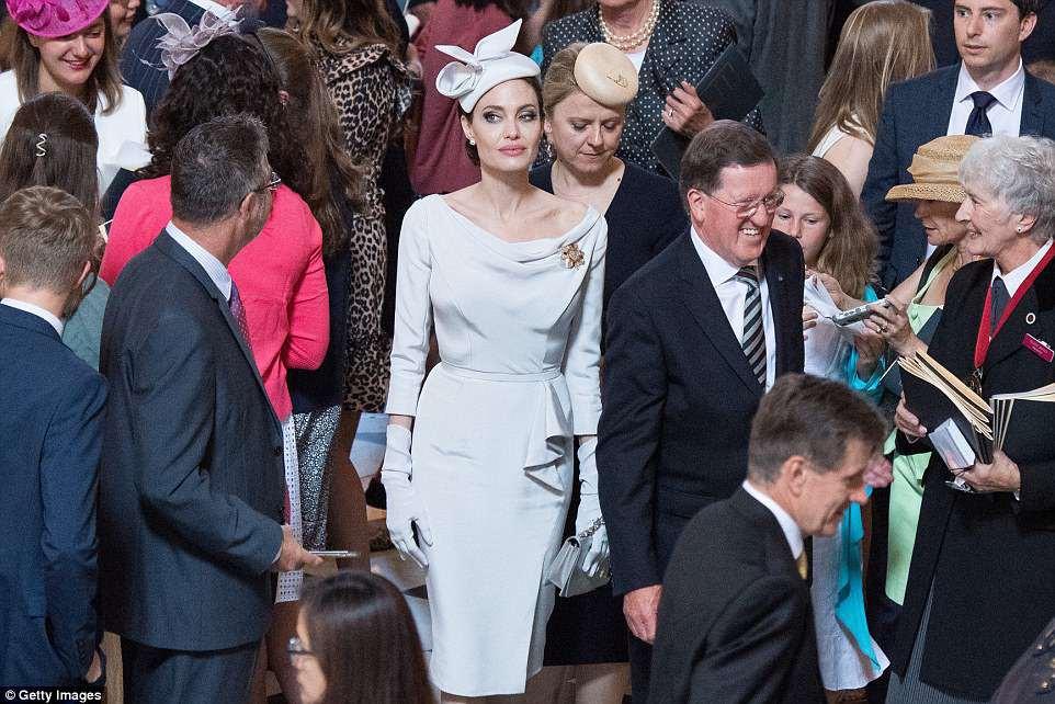 Angelina Jolie xuất hiện cực xinh đẹp và quý phái tại sự kiện của Hoàng gia Anh - Ảnh 5.