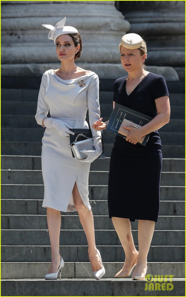 Angelina Jolie xuất hiện cực xinh đẹp và quý phái tại sự kiện của Hoàng gia Anh - Ảnh 2.
