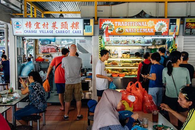 Singapore đắt đỏ có tiếng, nhưng ăn uống ở nơi này thì đảm bảo ngon, rẻ như người bản địa - Ảnh 2.